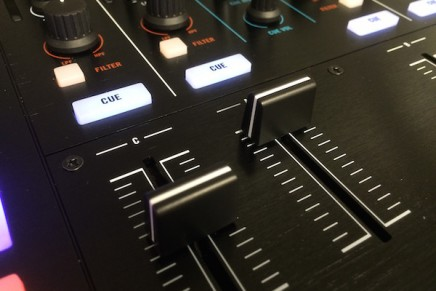 Native Instruments – Kontrol S8 Gearjunkies Review