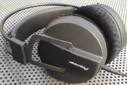 PioneerDJ HRM-7 studio headphone – Gearjunkies review