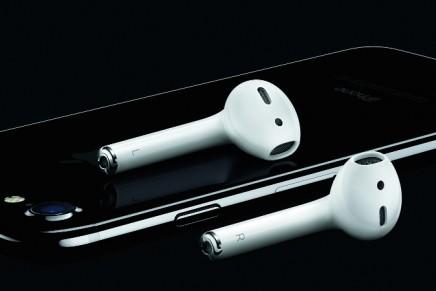 Apple announces wireless headphone AirPods