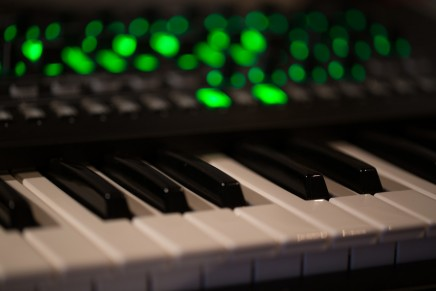 Roland System-8 Plug Out Synthesizer  – Gearjunkies review