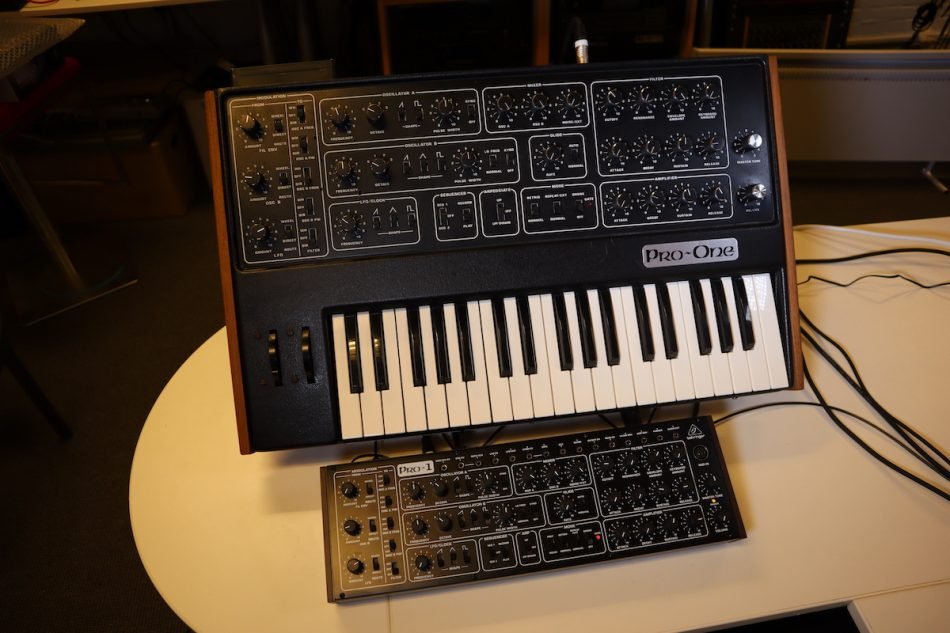 Gearjunkies video – Behringer Pro-1 comparison with the Sequential Circuits Pro One analog synthesizer