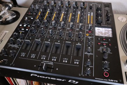 Gearjunkies video – First look Pioneer DJM-V10 6 channel DJ mixer