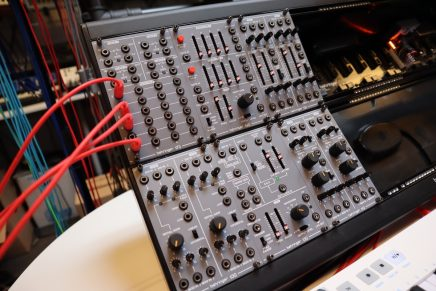 Video – Behringer System 100m eurorack modules review and patch