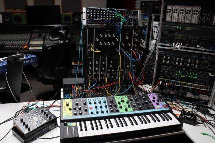 Gearjunkies video – Studio Session Deep Ambient Techno with Moog Model 10