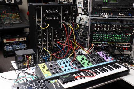Gearjunkies video – The Moog Model 10 analog modular synthesizer