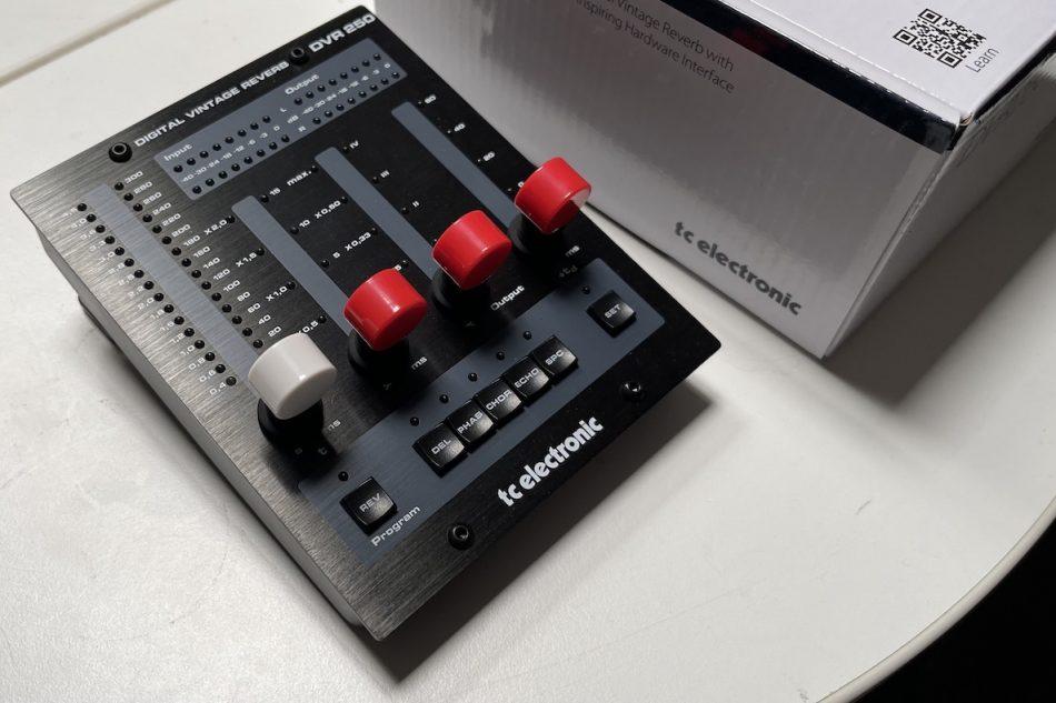 Gearjunkies video – TC Electronic DVR 250DT Reverb controller