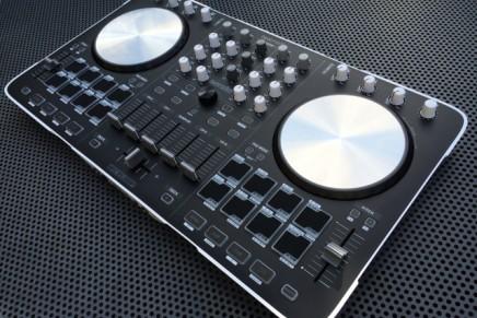 Reloop BeatMix 4 DJ Serato controller- Gearjunkies Review